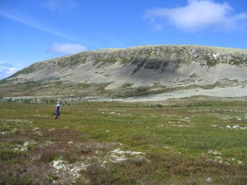 Löpare mot Nipfjällsväggen.